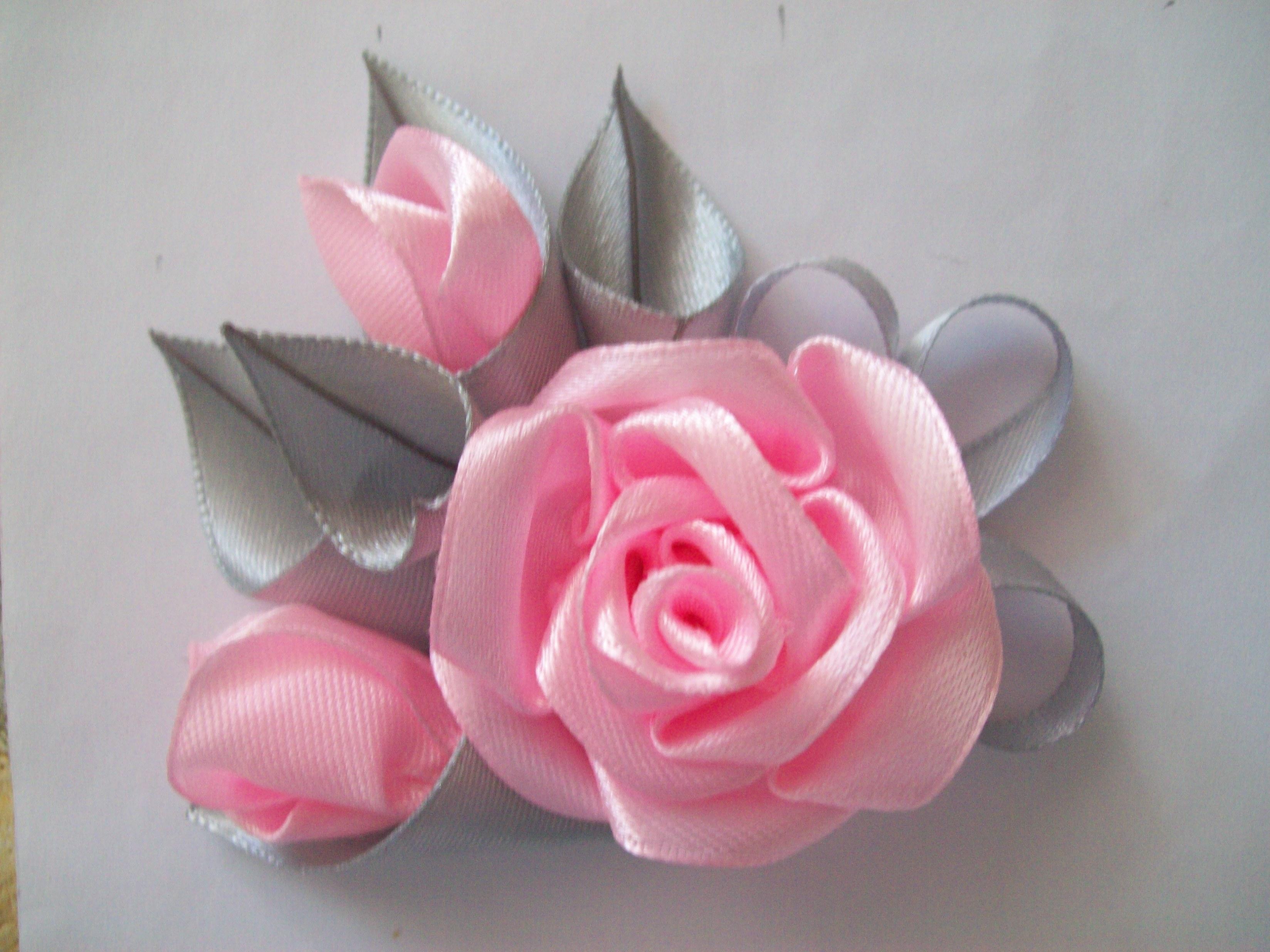 Простой цветок из атласных лент мастер класс
