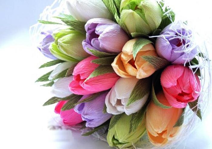 Сделать тюльпаны из гофрированной бумаги с конфетами 40
