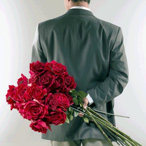 Фото мужчин с цветами в руках