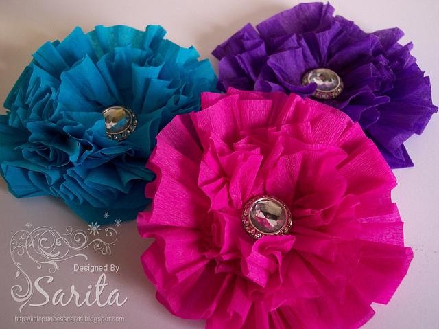 Цветы из гофрированной бумаги на голову