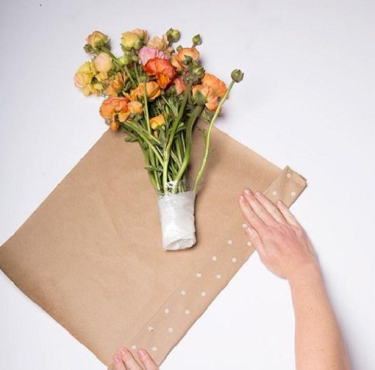 Как завернуть своими руками цветы