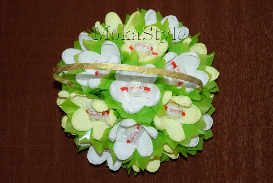 Букеты из рафаэлло с органзой своими руками пошаговое фото